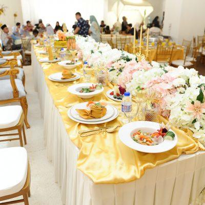 Meja Makan Beradap